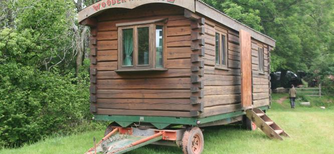 Log showman's waggon