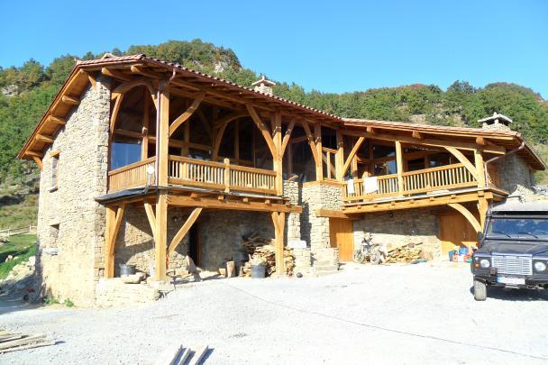 Mikki Castillios, Catalunya Image